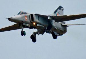 Uttarakhand: Jet fighter flies near China border amid snowfall