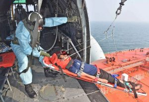 Indian Navy rescues Malaysian woman at sea, 33 KM arrives immediately on notice